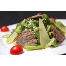 Салат из рукколы и говядины
