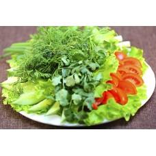 Свежее овощное ассорти с зеленью